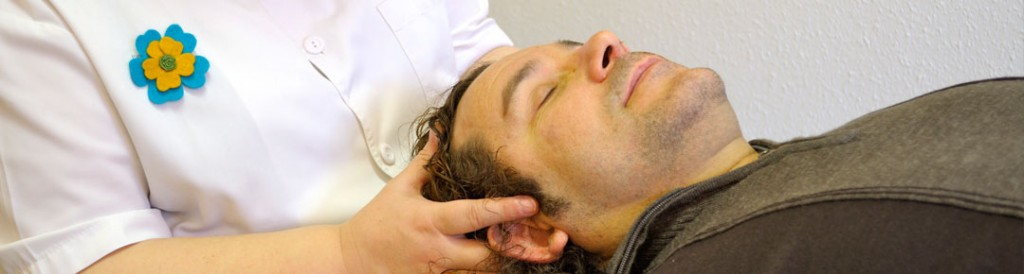 Con un tacto suave y profundo, la Terapia Craneosacral, permite liberar las tensiones  en nuestro cuerpo, mente y emociones.
